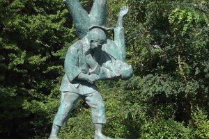 A statue of Saigo Shiro, who invented this judo throw