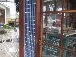 1階はカフェ&バーです
