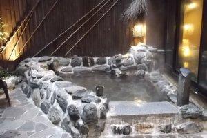 The outdoor hot spring bath