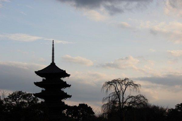 Toji, Goju-no-to at dusk