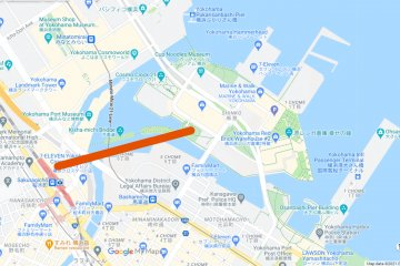 The route of Yokohama's first urban ropeway. The gondola connects between Sakuragicho Station and Unga Station.