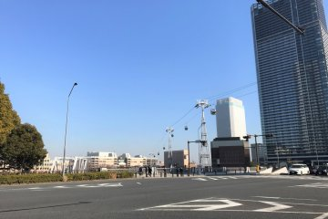 The ropeway on Minato Mirai Oodori Blvd.