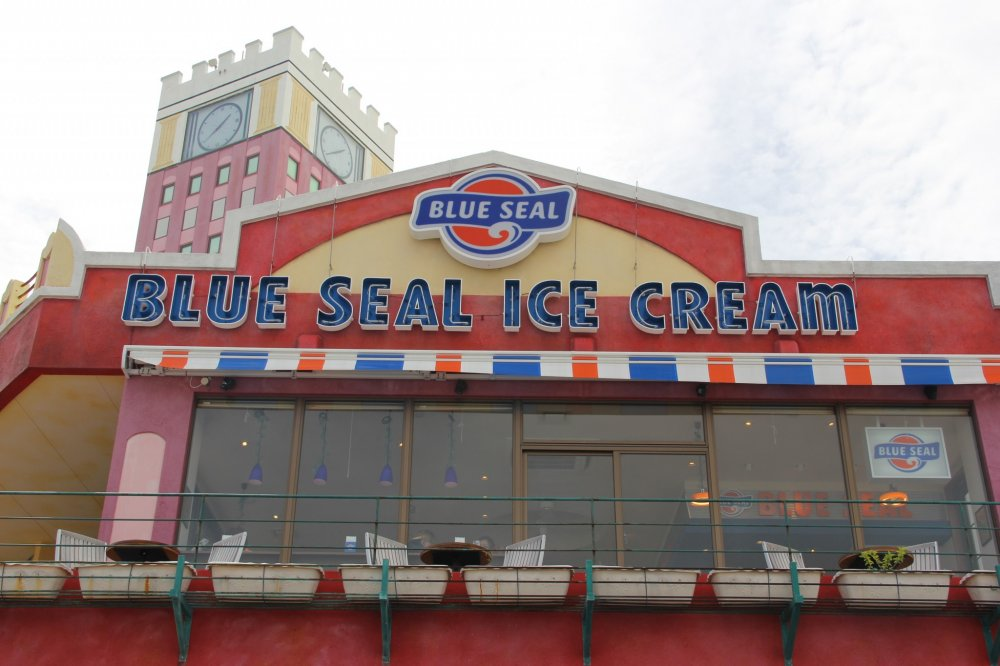 Blue Seal Ice Cream American Village berada di dalam Garden Shopping Center di Depot Mihama American Village