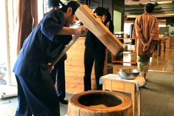 Mochi pounding demonstrations typically take place at breakfast