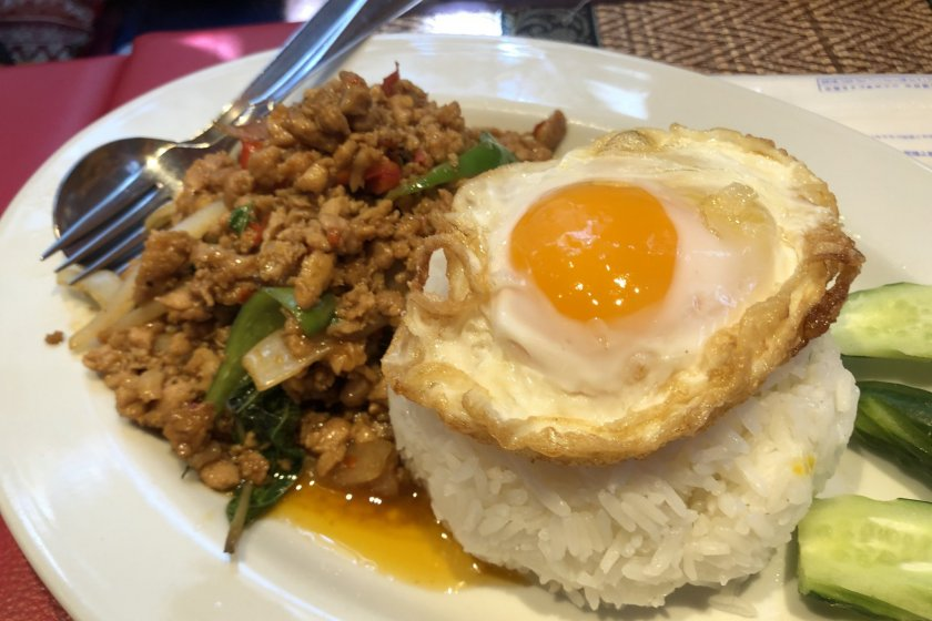 Pad grapao (ground chicken with basil)T