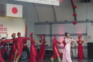 Bài hát và điệu múa dân tộc