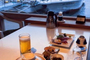 <p>เป็นการทานอาหารสุดประทับใจแถมได้ชมเรือไปด้วย</p>