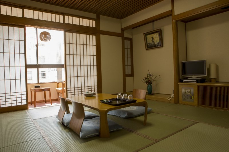 Many rooms offer a seeting area to enjoy the 4 star view of the Dontonbori River beneath you