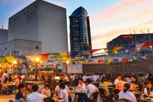 The open rooftop has a covered area, meaning that even in the event of rain patrons can enjoy their meal