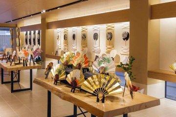 Komaruya store selling fans in Kyoto