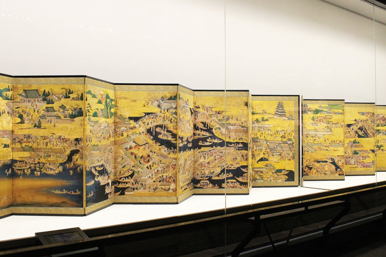 Multi-paneled byobu in Edo-Tokyo Museum
