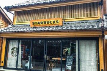 The storefront of Starbucks Kanetsuki Street