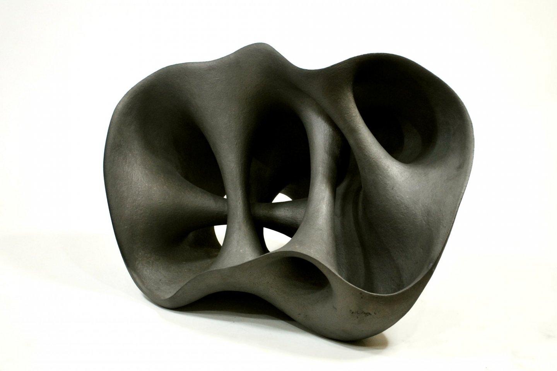 Kurokawa\'s ceramic works use similar techniques to those of Ibushi tile making