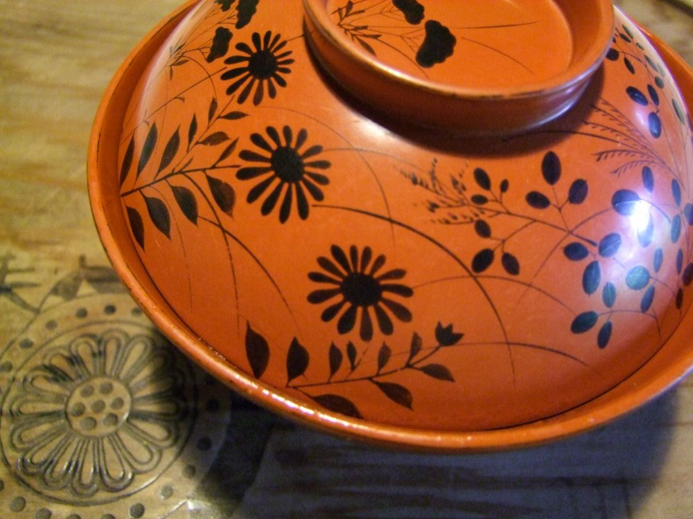 Lacquered bowl