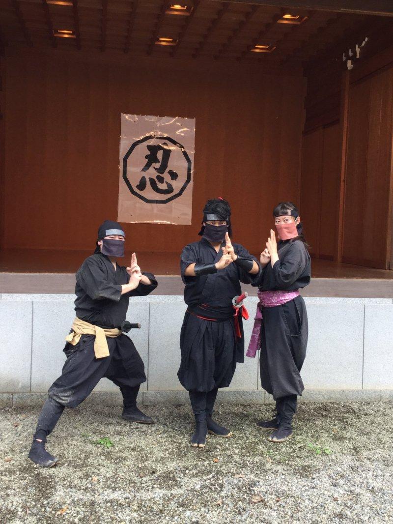 Ikuhiko Aoyama and his co-actors