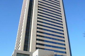 Музей расположен в здании Mitsubishi Juko Yokohama, рядом с башней Landmark Tower, примерно в 3 минутах ходьбы от станции Минатомирай на линии Минатомирай, и в 8 минутах ходьбы от станции Сакурагитё на линии JR Нэгиси или муниципальной линии метро Йокогама.