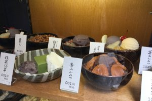 Classic Japanese sweets, on the left, the famous Matcha Bavarian C