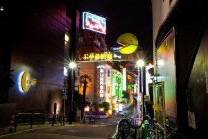 Le quartier des love hotels(Love Hotel Hill) de nuit