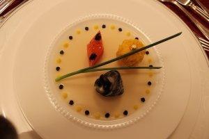 アミューズ。ジュレは和の食材、昆布を使うなど、日本の食の美味がちりばめられています。