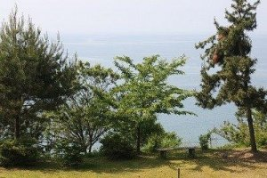 庭からは富山湾が一望できる