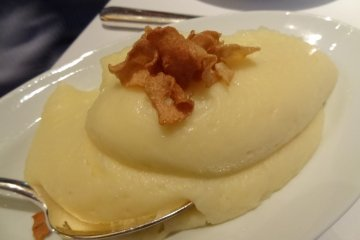 Side Order: Mashed Potatoes with garlic chips, ¥1,300