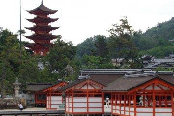 Senjokaku Pagoda and Itsukushima shrine