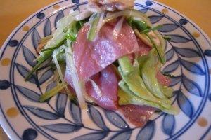 プロシュート(パルマ産生ハム)のサラダ。ドレッシングが柔らかく美味しい