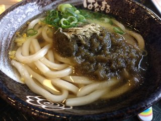 Sanuki-style udon with grated seaweed