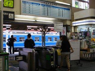 Bạn có thể dễ dàng mua vé vào ga