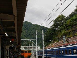 Cảnh vật xung quanh ga