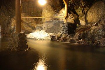 <p>สัมผัสน้ำร้อนนุ่มนวลจากธรรมชาติของทานิงาวะ</p>