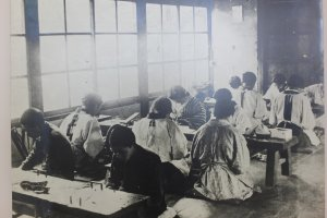 Photo showing workshops from the early years of the industry