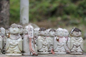 Tiny Henro Figurines