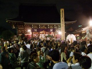 300,000 visitors come to the temple during the festival