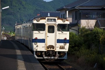 <p>A local train leaving Yamamoto Station</p>