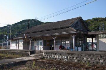 สถานีรถไฟยามาโมโต้ ในซางะ