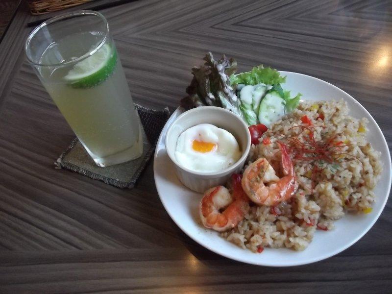 <p>My nasi goreng and violet apple</p>
