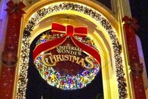 正面大正門のユニバーサル・ワンダー・クリスマスのデコレーション