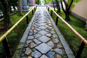Este belo caminho mostra o gosto refinado de Koetsu