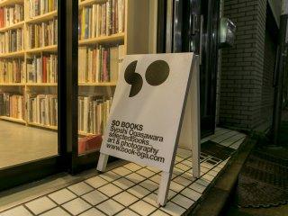 서점의 주인인 오가사와라씨와 이야기 해보세요!