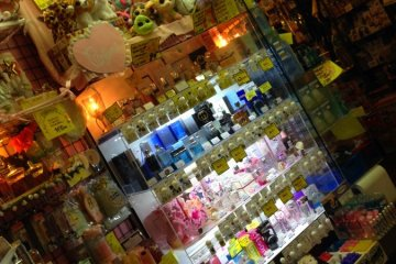 향수등 화장품도 팔고있다. 정말 다양한 물건들이 판매되고있다.