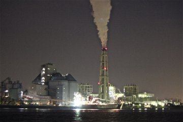 การล่องเรือยามค่ำคืนของโรงงานในโยโก