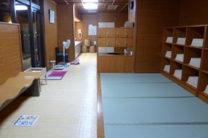 The changing room for the ladies's onsen was really clean.