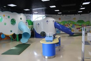 塔内部(2階)にある幼児向け遊具。きれいに手入れされている