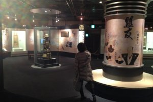 Arms, armor, video displays, documents and dioramas.