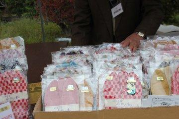 "Handmade Japanese socks (""tabi"") from Gyoda"