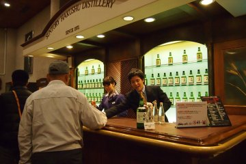 <p>Last stop of the guided tour: tasting! Whiskey &amp; soda or whiskey on the rocks, it&#39;s all up to you!</p>