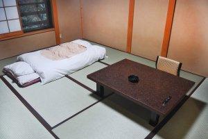 Ruangan bergaya Jepang, tatami.