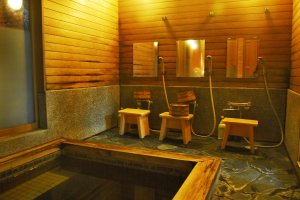 Take a shower before had onsen