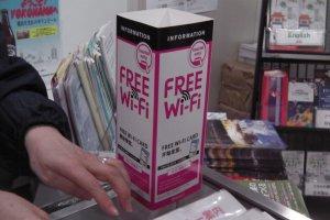 """Procure o sinal rosa """"Free WiFi"""" em pontos de distribuição"""